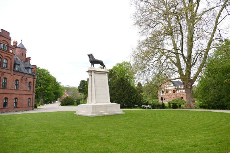 wiligrad statue